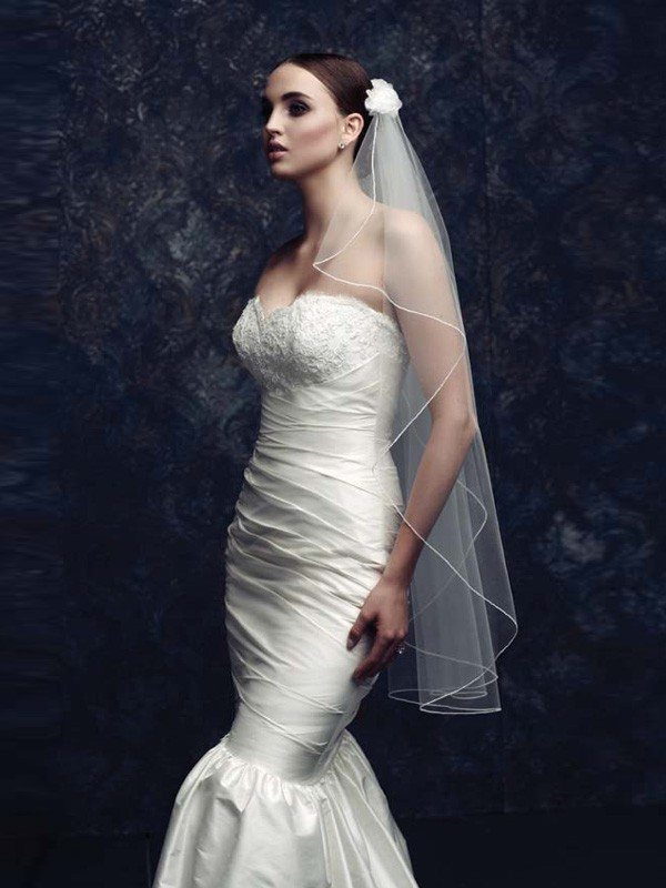 Elegant Tul With Flower Bridal Veils