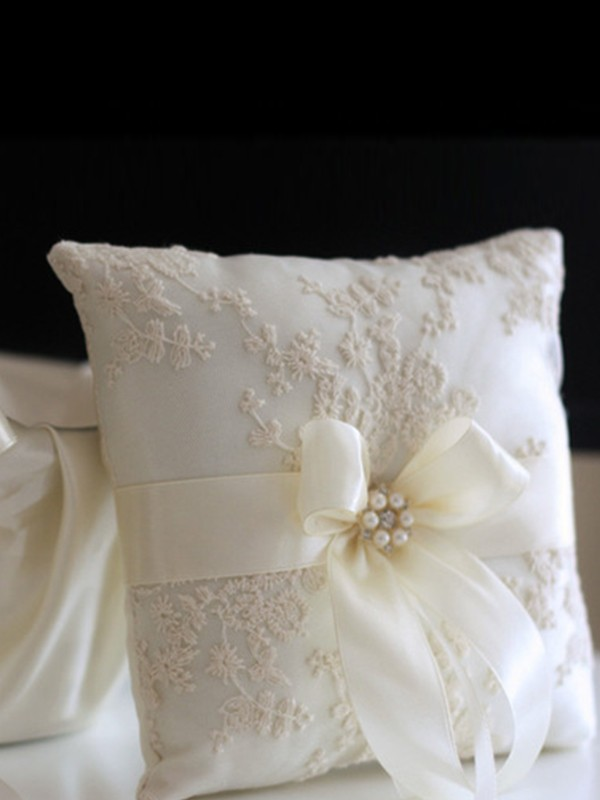 Exquisito Ring Pillow In Cloth With Apliques