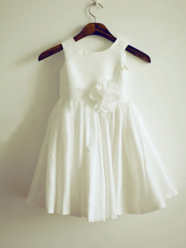 Long Blanco Escote Joya Vestidos de Arras with Hand-Made Flower